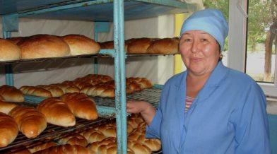 Kyrgyz-Client-Saykal-Smadiyarova-with-Bread